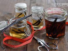 Cómo hacer esencia de vainilla casera  http://www.directoalpaladar.com/ingredientes-y-alimentos/como-hacer-esencia-de-vainilla-casera