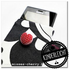 Misses Cherry: FREE Anleitung Handytasche Sewing Crafts, Sewing Projects, Online Tutorials, Bow, Textiles, Patchwork Bags, Handicraft, Bag Making, Diy And Crafts