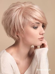 Balayage Short Hairstyles for Thin Hair: Women Over 30-40 /Via The chic crop is completed with a wonderful fringe design which boost the charm and grace of the short style. Side-sweeping bangs add some length and a streamlined outline to the manes. People who desire a graphic effect with their hair can choose the dapper …