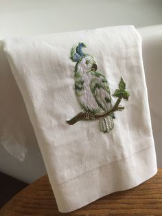 Guest/hand towel/vintage/parrot/embroidered/linen by WifinpoofVintage on Etsy Guest Towels, Hand Towels, Vintage Home Decor, Unique Vintage, Vintage Shops, Vintage Items, Home Goods Decor, Fiber Art, Parrot