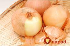 O tom, že cibuľové šupky sú veľmi užitočné nielen v domácnosti ale aj v otázkach zdravia, ste už určite poučili. Vedeli ste však aj to, že ide o veľmi dobrého pomocníka vo vašej záhrade? Gardening Tips, Onion, Garlic, Vegetables, Food, Onions, Essen, Vegetable Recipes, Meals