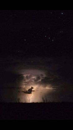 Cloud that looks like a witch on a broom photography creepy halloween photos Sacred Mists Wicca and Witchcraft Academy Retro Halloween, Holidays Halloween, Spooky Halloween, Happy Halloween, Halloween Decorations, Baba Yaga, Samhain, Season Of The Witch, Witch Art