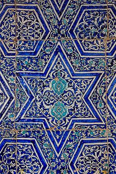Bukhara Blue Tiles, Uzbekistan - Middle Eastern home inspiration Tile Patterns, Textures Patterns, Print Patterns, Zentangle Patterns, Islamic Architecture, Art And Architecture, Tile Art, Mosaic Tiles, Tiling