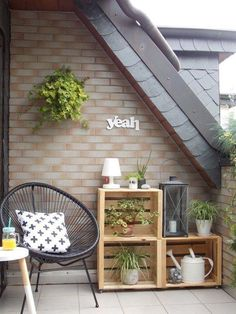 12 einfache DIY-Ideen für den Balkon 12 simple DIY ideas for the balcony Small Balcony Decor, Balcony Ideas, Balcony Plants, Patio Ideas, Balcony Gardening, Small Patio, Acapulco Chair, Diy Wooden Crate, Balkon Design
