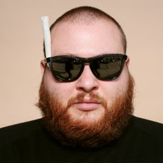 Some new action Bronson....inspired by the little mermaid maybe? :p