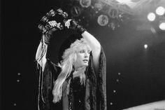 Стиви Никс представила балладу «Lady» с нового альбома «24 Karat» http://muzgazeta.com/rock/201433404/stivi-niks-predstavila-balladu-lady-s-novogo-alboma-24-karat.html