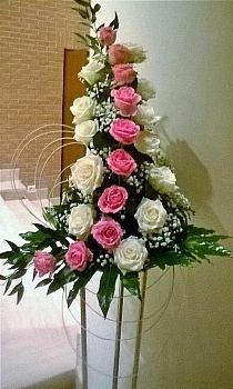 Discover thousands of images about Floral arrangement Altar Flowers, Church Flowers, Funeral Flowers, Unique Flowers, Beautiful Flowers, Flowers Garden, Pink Flowers, Contemporary Flower Arrangements, Large Flower Arrangements
