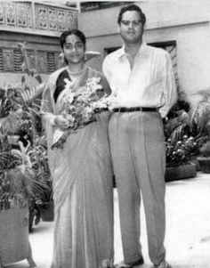 On her death anniversary, we pay a tribute to Geeta Dutt, the ethereal singer who had a short lived career but left an indelible mark in the world of music. Bollywood Couples, Bollywood Cinema, Bollywood Stars, Vintage Bollywood, Indian Bollywood, Rare Images, Rare Photos, Bengali Song, Glamour World