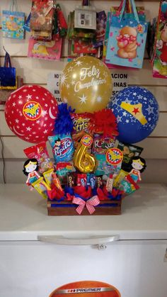 Gift Bouquet, Candy Bouquet, Balloon Bouquet, Birthday Goals, Birthday Candy, Candy Crafts, Diy Crafts For Gifts, Balloon Decorations Party, Candy Centerpieces