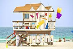 See yourself spending the summer in this Miami Beach beach house? South Beach, South Florida, Miami Beach, Summer Beach, Interesting Buildings, Beautiful Buildings, Photo Ocean, Beach Lifeguard, Dream Beach Houses