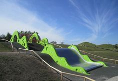 playscapes: The 'Green Wave' Slide, Malmö Sweden, Anders Dahlbäck, 2012 Cool Playgrounds, Playground Design, Playground Ideas, Hotels For Kids, Urban Planning, Outdoor Furniture, Outdoor Decor, School Design, Kids Playing