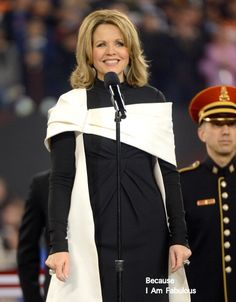 Renee-Fleming-Super-Bowl-XLVIII-National-Anthem-Rendition.jpg (464×594)