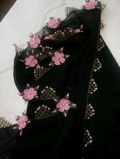 This Pin was discovered by gul Embroidery Applique, Embroidery Patterns, Machine Embroidery, Needle Lace, Bargello, Lace Flowers, Embroidered Lace, Knitting Needles, Fascinator