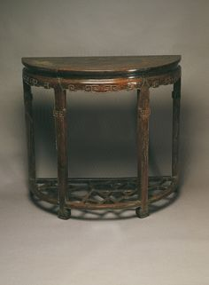 "Waisted ""yüeh-ya""table with cloud scrolls, Qing Dynasty (1644-1911), National Palace Museum."