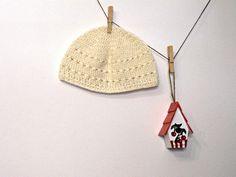 cappello bianco perla donna uncinetto berretto traforato. €22,00, via Etsy.