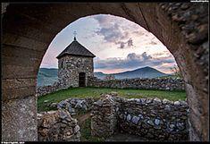 Slovenský kras - zřícenina husitského kostela nad obcí Lúčka