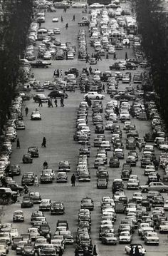 Boulevard parisien, 1960 // By Pierre Belzeaux……réepinglé par Maurie Daboux۰⋱‿✿╮ Old Pictures, Old Photos, Best Vacation Destinations, French Photographers, Street Photographers, Photo B, Vintage Paris, France Travel, Aerial View