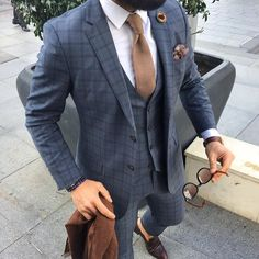 How to wear a three piece suit: tiny. Grey Check Suit, Mens Check Suits, Checkered Suit, Formal Suits, Men's Suits, Mens Fashion Suits, Fashion Edgy, Mens Suits Style, Feminine Fashion