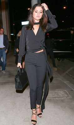 Selena Gomez turns heads in all-black outfit as she hits Hollywood hotspot after returning to the limelight Estilo Selena Gomez, Selena Gomez Style, Taylor Marie Hill, Celine, All Black Looks, Teen Vogue, Nice Dresses, Celebrity Style, Models