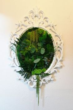 Flesh out the loveliness of your green space with the presence of garden mirrors. Having a courtyard with a tiny garden? Flesh out the loveliness of your green space with the presence of garden mirrors. Deco Floral, Arte Floral, Garden S, Home And Garden, Garden Ideas, Moss Garden, Balcony Garden, Winter Garden, Garden Mirrors