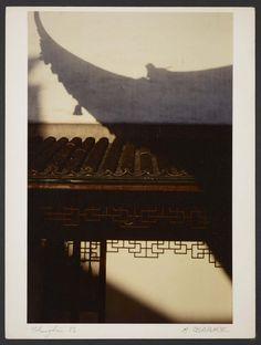 Michel Delaborde, Shanghai, (toit et mur) 1981. © Ministère de la culture (France), Médiathèque de l'architecture et du patrimoine, Diffusion RMN-GP