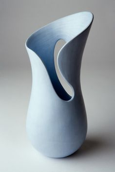 Oct 2016 - cut and fold vase - I love this. Throw a wide mouth vase and cut down the sides! Hand Built Pottery, Slab Pottery, Pottery Vase, Ceramic Pottery, Keramik Design, Pottery Sculpture, Ceramic Sculptures, Wheel Thrown Pottery, Pottery Designs