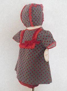 Vestido jesusito para bebé niña con braguita y capota a juego. Cisne Blanco Moda Infantil