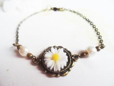 Daisy bracelet with ivory glass pearls and white and yellow daisy pendant, vintage style brass by SelmaDreams on Etsy