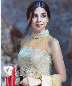 Sonya Hussyn is a well-known Pakistani model and actress. She rose to fame after appearing in several dramas plays on ARY Digital and Hum TV. Beautiful Pakistani Dresses, Pakistani Dress Design, Indian Dresses, Pakistani Wedding Outfits, Pakistani Bridal, Wedding Lehanga, Pakistani Couture, Indian Bridal, Diva Fashion