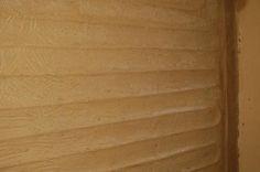 Falfűtés, vályogvakolattal ellátva. Az egyenletesebb hőleadásnak köszönhetően magasabb komfort.
