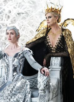Emily Blunt & Charlize Theron in'The Huntsman: Winter's War' (2016).
