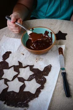 The Best Homemade Thin Chocolate-Mint Cookies Chocolate Mint Cookies, Chocolate Wafers, Chocolate Coating, Homemade Chocolate, Holiday Desserts, Holiday Recipes, Baking Recipes, Dessert Recipes, How To Temper Chocolate