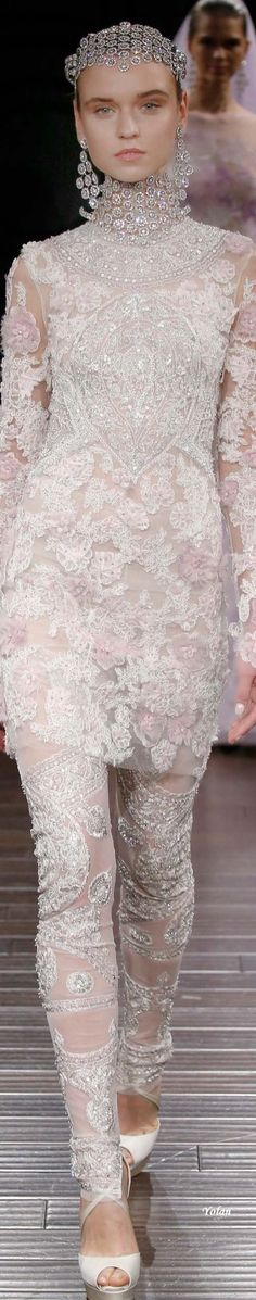 -Naeem Khan Spring 2017 Perfect from head to toe ~ Love this Fashion 2017, Couture Fashion, Runway Fashion, Fashion Show, Fashion Design, Bridal Gowns, Wedding Gowns, 2017 Bridal, Naeem Khan Bridal