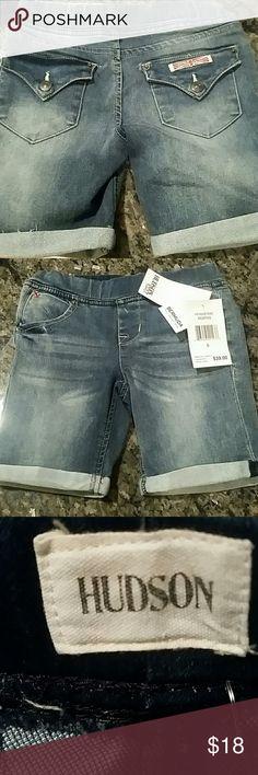 NWT Hudson Memphis Girls Bermuda Pull on Jean NWT Hudson Cuffed Bermuda Short. Size 5. Classic Hudson back pocket! Hudson Jeans Bottoms Shorts