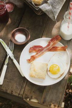 just what is needed for an early morning camping trip breakfast~after a nice long walk to see the sunrise. Country Breakfast, Breakfast Time, Breakfast Recipes, American Breakfast, Sweet Potato Biscuits, Caramelized Bananas, Breakfast Biscuits, Love Food, Country Bumpkin