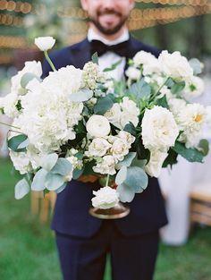 Hortensie Garten Rose Ranunkel und Eukalyptus Hochzeit Herzstück