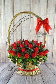 Basket Flower Arrangements, Rose Arrangements, Paper Bouquet, Candy Bouquet, How To Wrap Flowers, Bunch Of Flowers, Crepe Paper Flowers, Silk Flowers, Valentine Baskets