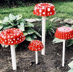 Handmade Junk Journals & Vintage Paper Supplies by ThePaperBasket Diy Garden Projects, Diy Garden Decor, Garden Crafts, Mushroom Crafts, Mushroom Decor, Garden Junk, Metal Garden Art, Yard Art Crafts, Garden Mushrooms