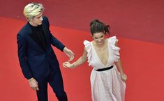 """Barbara Palvin and Lucky Blue Smith Photos - Hungarian model Barbara Palvin (R) and US model Lucky Blue Smith pose as they arrive on May 17, 2016 for the screening of the film """"Julieta"""" at the 69th Cannes Film Festival in Cannes, southern France. / AFP / LOIC VENANCE - 'Julieta' - Red Carpet Arrivals - The 69th Annual Cannes Film Festival"""