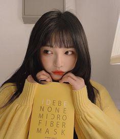 A imagem pode conter: 1 pessoa, área interna Ulzzang Korean Girl, Cute Korean Girl, Asian Girl, Korean People, Korean Women, Korean Girl Fashion, Uzzlang Girl, Korean Aesthetic, Grunge Girl