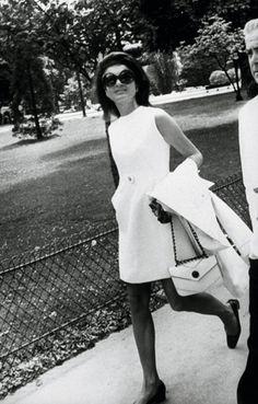 Jackie oh, jackie kennedy style, jacqueline kennedy onassis, jaqueline kenn Jacqueline Kennedy Onassis, Estilo Jackie Kennedy, Jackie O's, Vintage Beauty, Vintage Fashion, Audrey Hepburn, Style And Grace, My Style, Estilo Glamour
