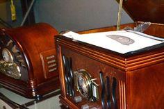ESPECIAL Dia Dos Pais  Esse rádio retrô é um presente perfeito para essa data especial, além do design retrô ele possui entrada para pendrive e cd player! Confira na Adoro Presentes.  #adoro 3adorpresentes #presentes #decor #decoracao #decoração #radio #retro #diadospais #home