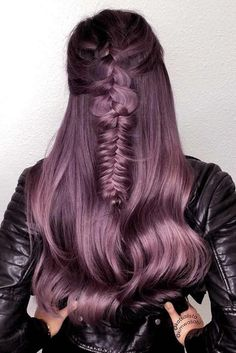 70 Tempting and Attractive Purple Hair Looks 30 Insanely Cute Purple Hair Looks You Won't Be Able to Light Purple Hair, Dyed Hair Purple, Lilac Hair, Hair Color Balayage, Hair Highlights, Cheveux Ternes, Men Hair Color, Hair Shades, Queen Hair