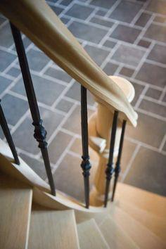 Detail eiken trap met smeedijzer (Ontwerp: Leen Jacobs - Crejalee.be)
