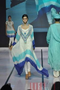 The Kaftan Trend photo Pakistan Fashion, India Fashion, Ethnic Fashion, Asian Fashion, Hijab Fashion, Pakistani Outfits, Indian Outfits, Pakistani Couture, Indian Attire