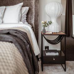 10+ bästa bilderna på Sängbord   sängbord, nattduksbord, sovrum