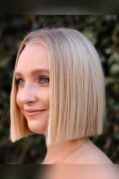 The bluntness of the ends emphasizes the jaw area and brings a strong and flattering look. Visit our website to see photos of gorgeous blunt bob haircuts. Photo credit: Instagram @hirohair #bluntbobhaircuts #bluntbob