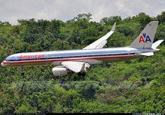 American Airlines Boeing on final approach to Tegucigalpa-Toncontín International, June (Photo: José Vicente Borjas) Boeing Aircraft, Passenger Aircraft, Boeing 777, Jet Airlines, United Airlines, American Air, Commercial Aircraft, Civil Aviation, Bus