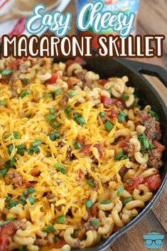 Nothing says comfort food like this Easy Cheesy Macaroni Skillet. Filled with ground beef, diced tomatoes, seasoning, and of course, cheese! Kraft Foods, Kraft Recipes, Meal Recipes, Easy Dinner Recipes, Pasta Recipes, Crockpot Recipes, Easy Meals, Cooking Recipes, Food Dishes