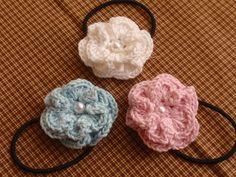編んでいたら、偶然花のようなモチーフができあがったので、ヘアゴムにしてみました。小さな子の髪の毛を結わえる時につけてもらえたら♪ Crochet Necklace, Floral, Flowers, Jewelry, Fashion, Coin Purses, Moda, Crochet Collar, Jewels
